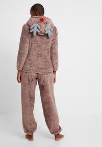 Loungeable - 3D REINDEER SHERPA SET - Pyjama - brown - 2