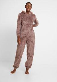 Loungeable - 3D REINDEER SHERPA SET - Pyjama - brown - 0