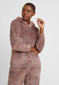 Loungeable - 3D REINDEER SHERPA SET - Pyjama - brown - 4