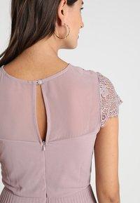 Lipstick boutique - TALITHA - Koktejlové šaty/ šaty na párty - lilac - 6