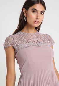 Lipstick boutique - TALITHA - Koktejlové šaty/ šaty na párty - lilac - 4