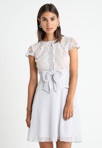 Lipstick boutique - CAMINA - Koktejlové šaty/ šaty na párty - grey - 0