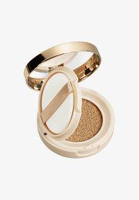 L'Oréal Paris - GLAM BEIGE CUSHION - Foundation - 20 light - 0