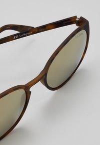 Le Specs - SWIZZLE (LE TOUGH) - Zonnebril - matte tortoise - 2