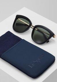 Le Specs - CALIENTE  - Sluneční brýle - black/gold-coloured - 2