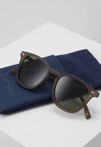 Le Specs - NO BIGGIE  - Solbriller - matte pebble - 3