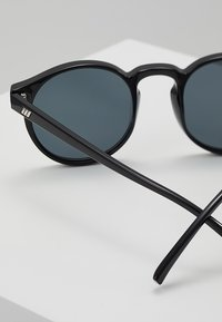 Le Specs - TEEN SPIRIT DEUX - Sunglasses - black - 2