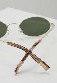 Le Specs - LOVE TRAIN - Zonnebril - bright gold - 2