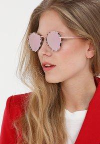 Le Specs - ZEPHYR DELUXE - Occhiali da sole - mist tort - 1