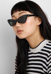 Le Specs - ON THE HUNT 2012 - Sluneční brýle - black - 1