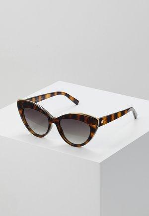 BEAUTIFUL STRANGER - Gafas de sol - brown