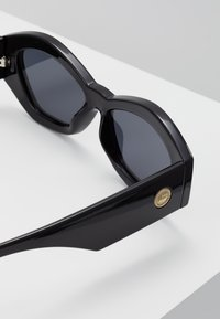 Le Specs - THE GINCHIEST - Solglasögon - black - 4