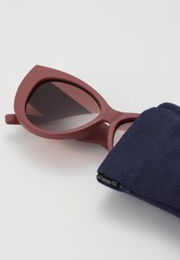 Le Specs - FELINE FINE - Aurinkolasit - matte rust - 3
