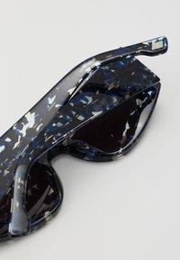 Le Specs - EXTEMPORE - Aurinkolasit - black/navy - 2