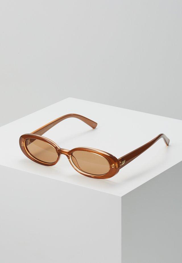 OUTTA LOVE  - Okulary przeciwsłoneczne - tan