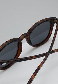 Le Specs - BANDWAGON - Aurinkolasit - smoke - 4