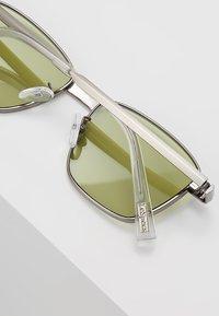 Le Specs - SUPASTAR - Sluneční brýle - brushed silver-coloured - 4