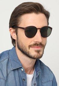 Le Specs - SWIZZLE LE THOUGH - Sluneční brýle - matte copper - 1