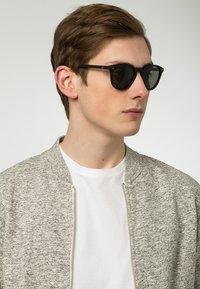 Le Specs - BANDWAGON - Gafas de sol - black rubber - 0