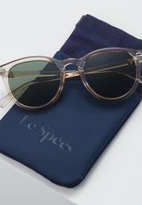 Le Specs - FIRE STARTER - Sluneční brýle - stone - 2