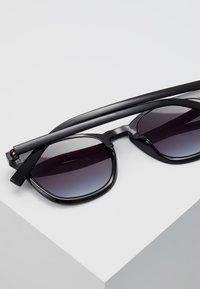 Le Specs - FINE SPECIMEN - Occhiali da sole - black - 5