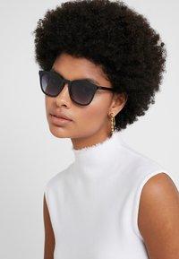 Le Specs - FINE SPECIMEN - Occhiali da sole - black - 3