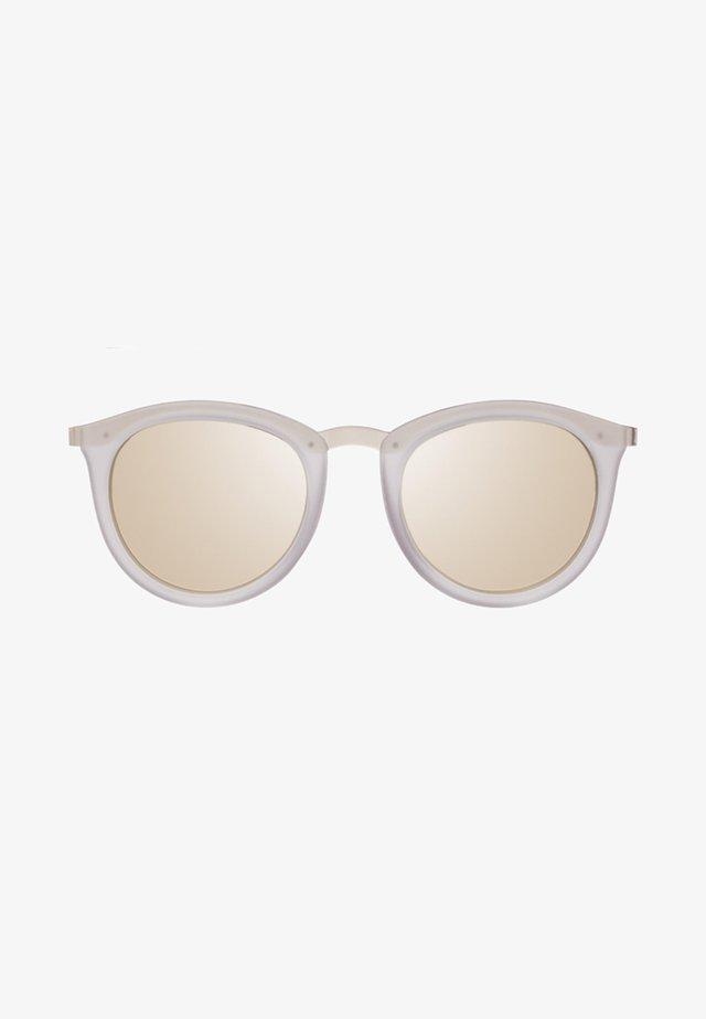 NO SMIRKING - Sunglasses - mist matte