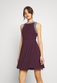 Lace & Beads - DUNYA DRESS - Vestito elegante - burgundy - 0