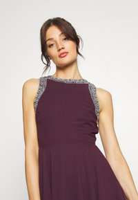 Lace & Beads - DUNYA DRESS - Vestito elegante - burgundy - 4
