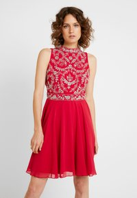 Lace & Beads - JOELLA MINI - Cocktailkjoler / festkjoler - bright red - 0