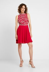 Lace & Beads - JOELLA MINI - Cocktailkjoler / festkjoler - bright red - 1