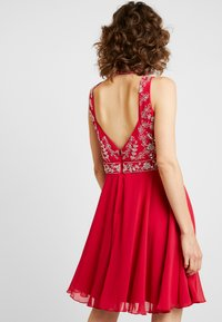Lace & Beads - JOELLA MINI - Cocktailkjoler / festkjoler - bright red - 2