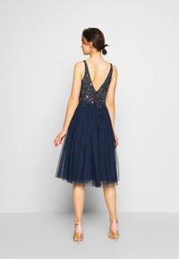 Lace & Beads - SYMPHONY - Koktejlové šaty/ šaty na párty - navy - 2