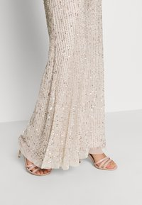 Lace & Beads - MOSCHINA  - Ballkjole - nude - 6