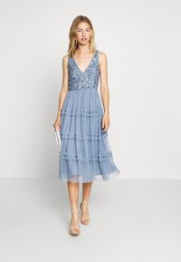 Lace & Beads - MARYAM MIDI - Cocktailkjole - dusty blue - 1