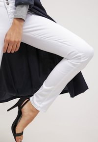 LTB - MOLLY - Jeans Skinny Fit - white - 3