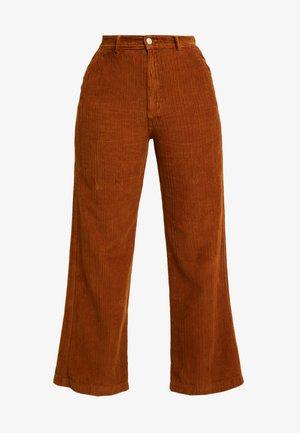 DAMOMI - Pantalon classique - golden brown