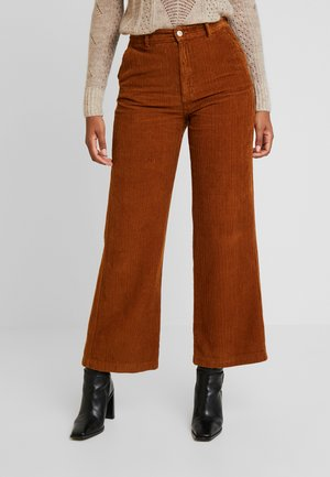 DAMOMI - Trousers - golden brown