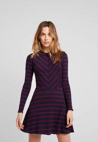 LTB - RIJOWI - Pletené šaty - navy/red - 0