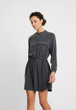 ELYA - Košilové šaty - izzy wash