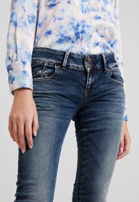 LTB - MOLLY - Slim fit jeans - nome wash - 4
