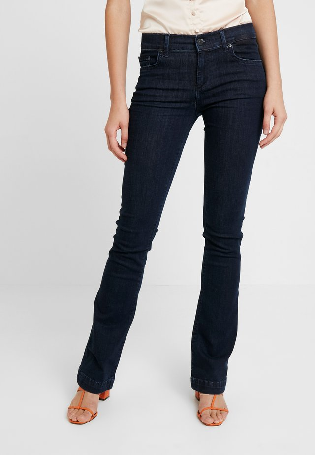 FALLON - Flared jeans - rinsed wash