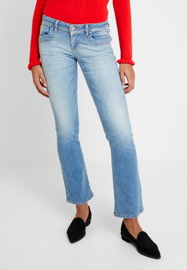 VALERIE - Bootcut jeans - leona undamaged wash