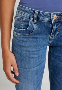 LTB - VALERIE - Bootcut jeans - yule wash - 5