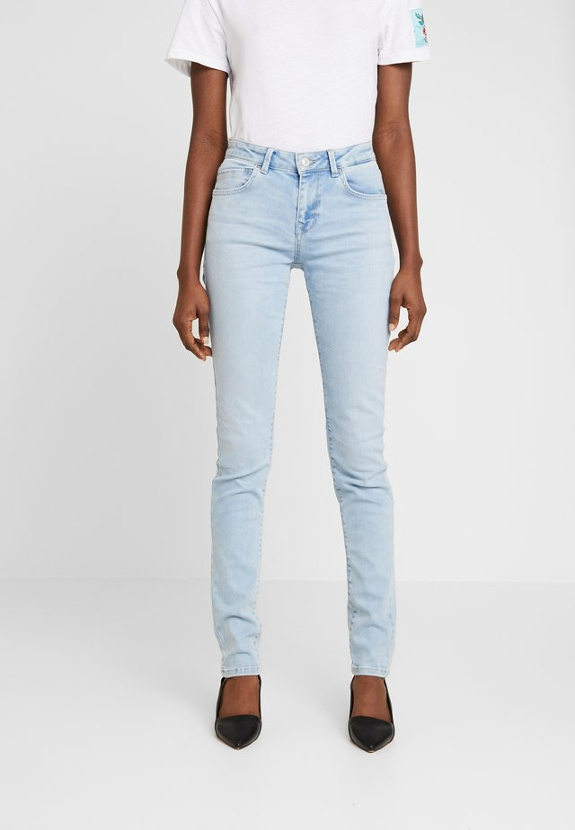 NICOLE - Jeans Skinny Fit - berry wash