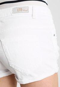 LTB - JUDIE - Jeansshorts - white daisy wash - 4
