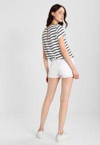 LTB - JUDIE - Jeans Short / cowboy shorts - white daisy wash - 2