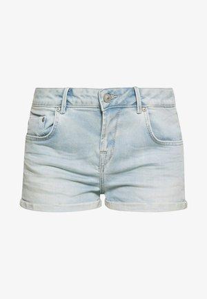 JUDIE - Shorts di jeans - light-blue denim