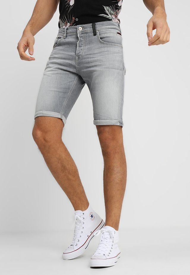 CORVIN - Szorty jeansowe - ryker wash