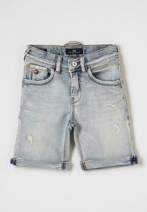 LANCE  - Denim shorts - leroy wash